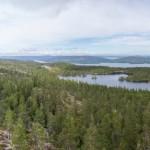 Panorama över Skuleskogen, från Slåttdalsberget (södra bergssidan från skrevan, man kan skymta den vanliga utsiktsplatsen till vänster)